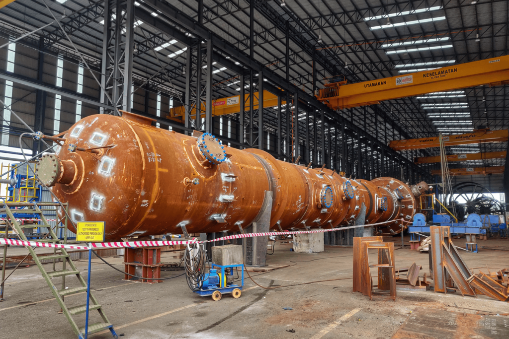 Pressure vessel during fabrication process in the factory, as explained by Nexua Excellence Quality about inspection problems and solutions
